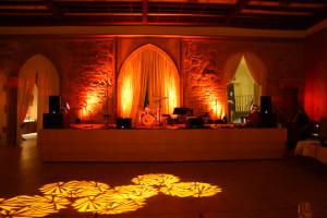 Bühnenbeleuchtung mit Floorspots und Moving Lights